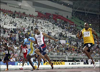Tyson Gay overhauls Asafa Powell in the final of the men's 100m