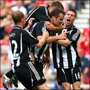 Newcastle celebrate Mark Viduka's goal