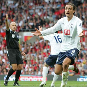 Dimitar Berbatov appeals for a penalty