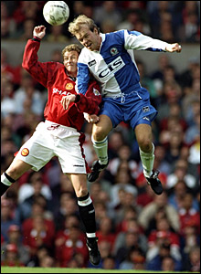 Ole Gunnar Solskjaer (left) challenges Henning Berg for a header