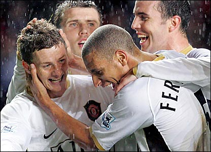 Ole Gunnar Solskjaer (left) celebrates with team-mates Carrick, Ferdinand and O'Shea