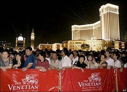 Queues for the opening of the Venetian Macao resort hotel - 28/08/07