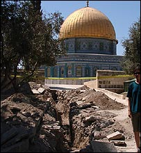 Dome of the Rock and excavation (courtesy Zachi Zweig)