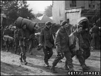 Soldiers return from Arnhem