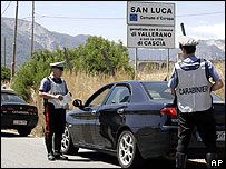 Italian police checking car near San Luca, 16 Aug 07