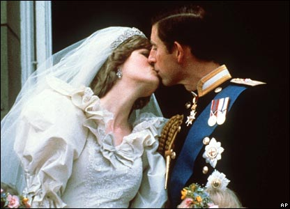 Prince Charles kisses Diana on the balcony of Buckingham Palace