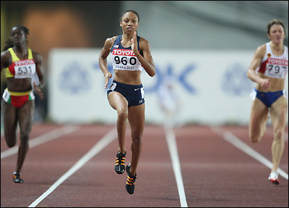 Allyson Felix powers towards the finish line