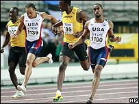 Tyson Gay cruzando la meta