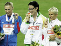 Jana Rawlinson en el centro del podio