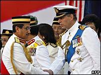 Malaysia's King Tuanku Mizan Zainal Abidin (L) shakes hands with Britain's Prince Andrew