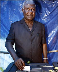 Ernest Bai Koroma casting his vote