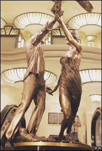 Dodi and Diana statue
