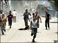 Fatah supporters run away from members of the Hamas Executive Force arriving in a vehicle during a protest in Gaza City (31 August 2007)