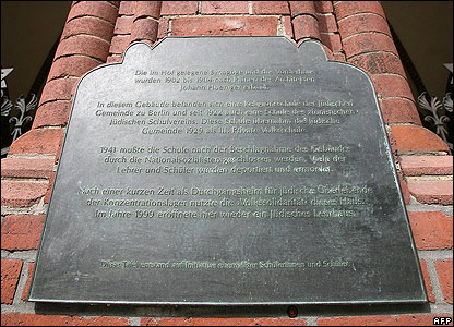 Plaque on synagogue on Rykestrasse, Berlin