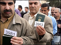 Iraqis hold up their passports at the UNHCR registration centre in Duma, near Damascus (23 April 2007)