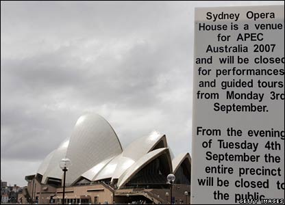 Closure signs are put in place at the Sydney Opera House