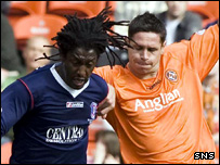 Russell Latapy is challenged by United's Lee Wilkie