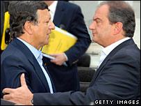 Greek Prime Minister Costas Karamanlis (R) meets Jose Manuel Barroso