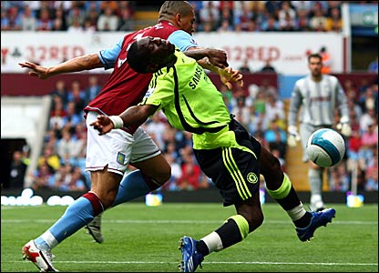 Aston Villa's Wilfred Bouma and Chelsea's Shaun Wright-Phillips battle for the ball