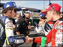 Valentino Rossi felicita a Casey Stoner