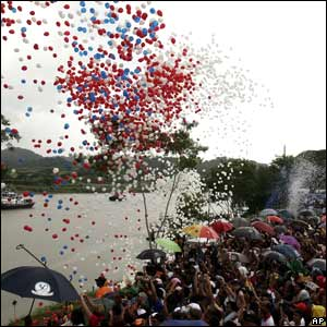 Hundreds of balloons are released