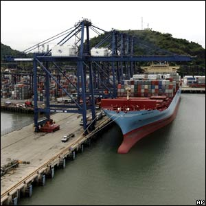 """A """"post-Panamax"""" container ship"""