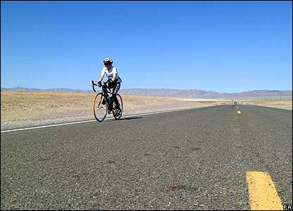 Jane Tomlinson cycles through the Nevada desert