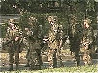 Soldados EE.UU. afuera de la Nunciatura Apostólica.