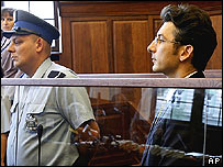 Krystian Bala en el banquillo