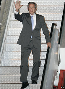 US President Bush arriving at Sydney airport 04/09/07