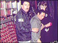 Manuel Antonio Noriega con funcionarios de la DEA.