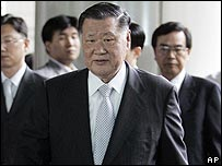 Chung Mong-koo arriving at court in Seoul