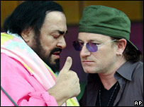 Luciano Pavarotti and Bono in 2003