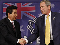 South Korean President Roh Moo-hyun and US President George W Bush shake hands on sidelines of Apec - 07/09/07