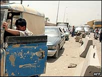 Iraqis queue for petrol at pump