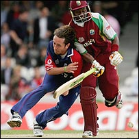 Ryan Sidebottom and Dwayne Bravo