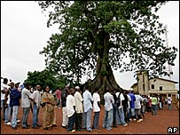 Queue of voters in Freetown, Sierra Leone, 8 September 2007