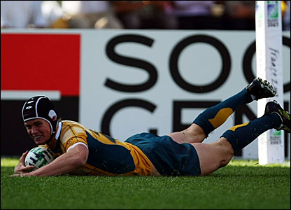 Berrick Barnes scores his second try for Australia