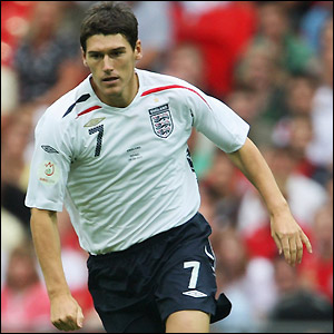 Gareth Barry bolsters England's midfield