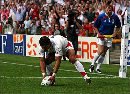 Jason Robinson scores England's first try of the World Cup