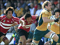 Australia flanker Rocky Elsom outpaces the Japan defence