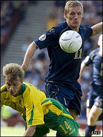 Scotland's Gary Teale ina ction at Hampden