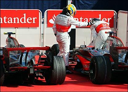 Lewis Hamilton (left) congratulates Fernando Alonso