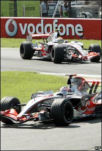 Los dos monoplazas de McLaren en el GP de Italia