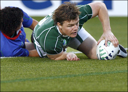 Brian O'Driscoll gets Ireland's first try