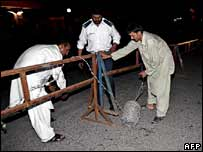 Police install roadblocks near Islamabad airport