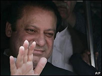 Former Pakistani Prime Minister Nawaz Sharif arrives at Islamabad airport 10/9/07