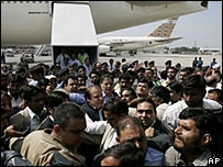 Бывший премьер Пакистана Наваз Шариф в аэропорту