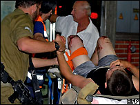 A wounded Israeli soldier is taken to hospital - 11/09/2007