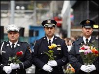 Miembros del Departamento de Policía, del Cuerpo de Bomberos y de la Autoridad Portuaria de la ciudad de Nueva York